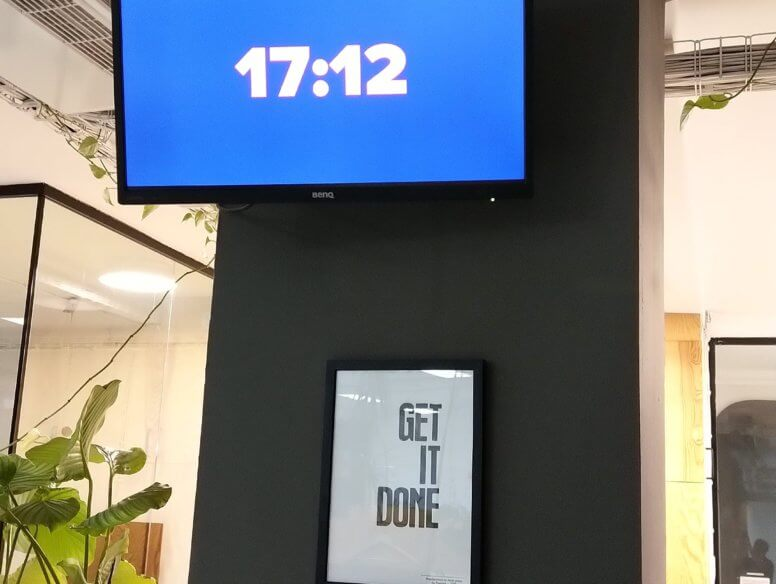 Digital signage for company / dashboard (showing time)